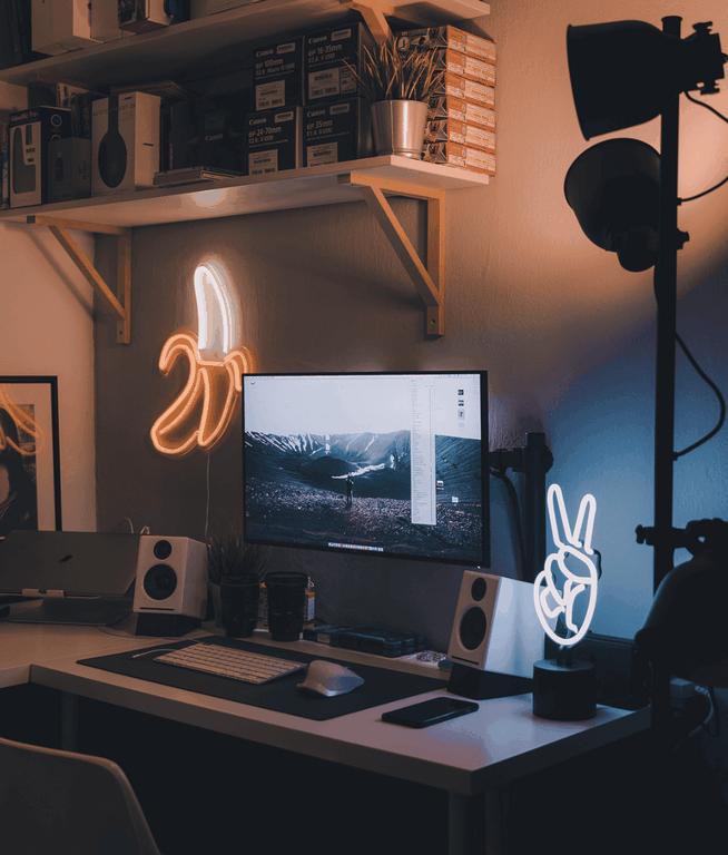 9 Best Minimalist Desk Setups for Your Workspace _ Gridfiti